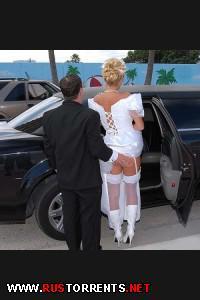 Постер:Невеста дает незнакомцу в лимузине перед свадьбой