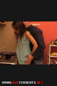 Постер:Папаша трахает на кухне свою симпатичную дочку