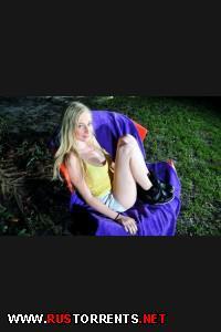 Постер:Милую блондиночку пердолят как шлюшку