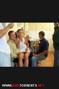 Тощенькую русскую девочку пустили по кругу после пьянки |