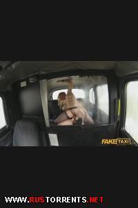 Аппетитная бабёнка расплатилась аналом за поездку в такси | [FakeTaxi.com] Bonnie (E117)