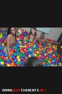 Секс-игры в шариках | [DareDorm.com] Game Of Balls (27-06-2014)