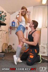 Припёрлась в гараж за большим хером | Angella Christin (Teen Sex Distraction)