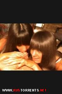 Скромные сестрички радостно сосут |