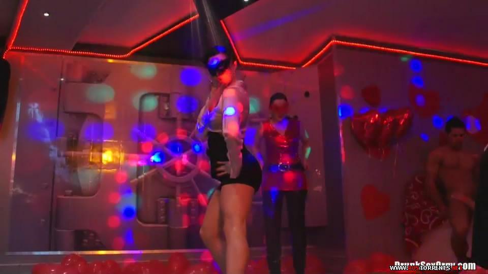 Скриншот 2:Valentine's Day Vaginas Part 1 - Shower Cam (24.02.2012)