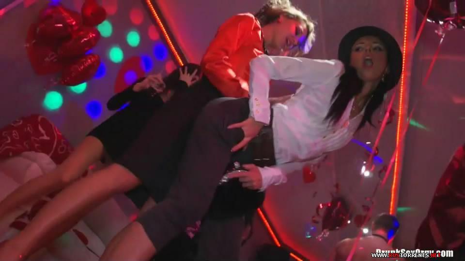 �������� 1:Valentine's Day Vaginas Part 1 - Cam 4 (25.02.2012)