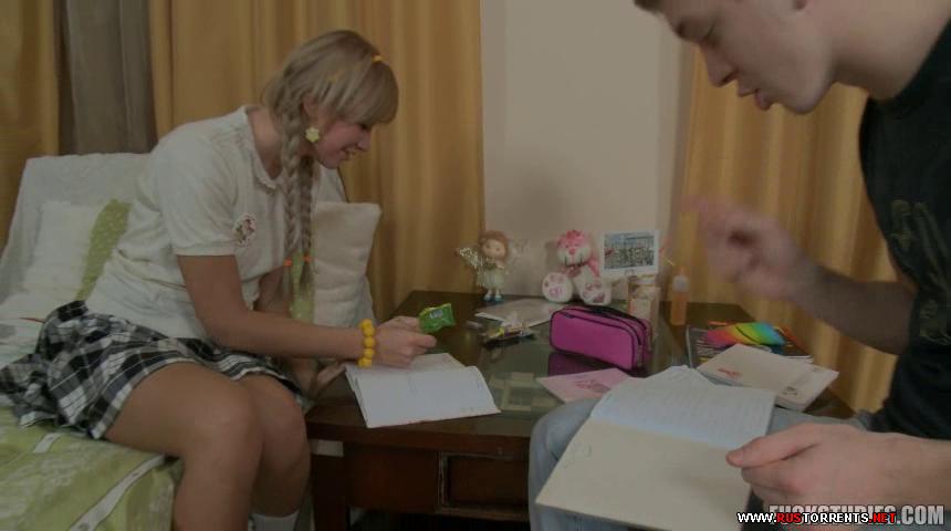 Скриншот 1:Молодая русская девчушка с косичками