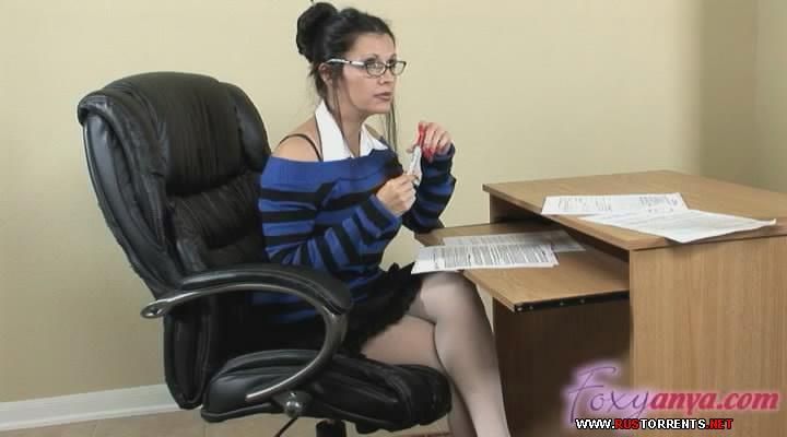 Скриншот 1:Экзотический латиноамериканская учительница проверяет студента