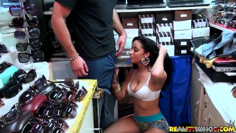 Скриншот 3:Горячая продавщица дает в магазине за наличные